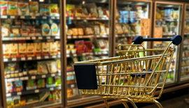 ein warenkorb im supermarkt